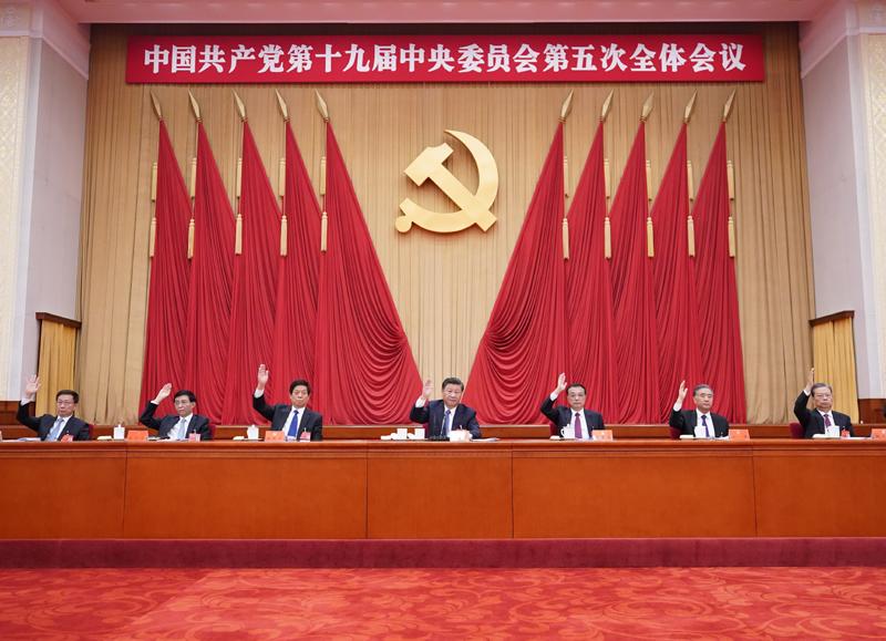 中國共產黨第十九屆中央委員會第五次全體會議,于2020年10月26日至29日在北京舉行。這是習近平、李克強、栗戰書、汪洋、王滬寧、趙樂際、韓正等在主席臺上。新華社記者 王曄 攝